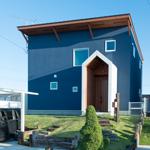 三角アーチが映える開放的な家